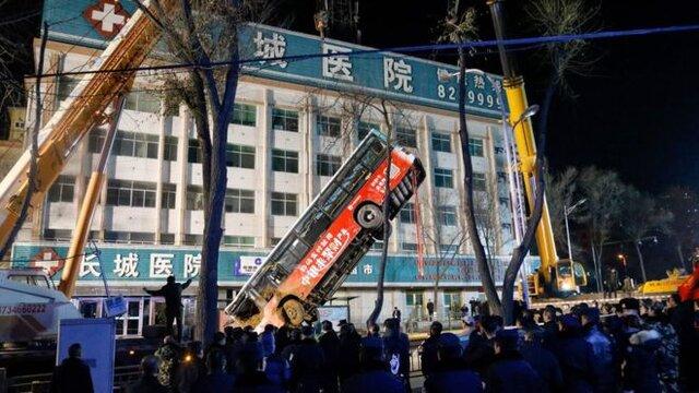 زمین در چین یک اتوبوس مسافربری را بلعید